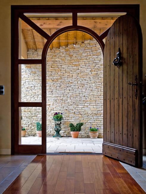 Porte in legno in stile  di Pierre Bernard Création