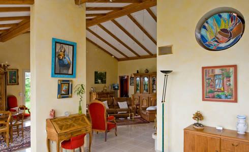 maison avec couloir vitr et mobilier bois de pierre bernard cr ation homify. Black Bedroom Furniture Sets. Home Design Ideas