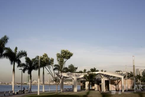 Módulos para comércio e serviços – requalificação da Baía de Luanda: Espaços comerciais  por Jular Madeiras