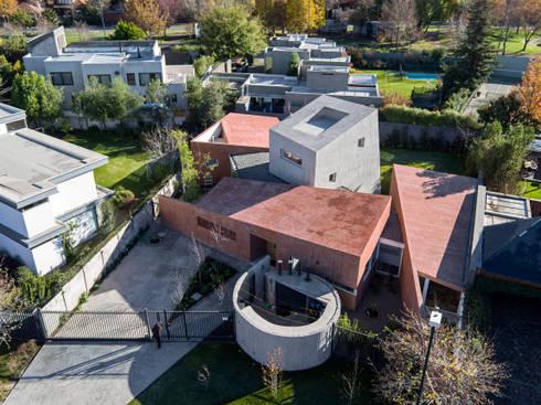 """Vista aérea """"Bloques y Patios"""": Casas de estilo moderno por Swett Arquitectos"""