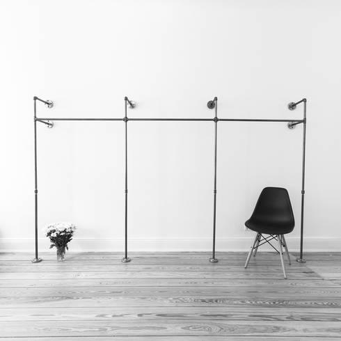 Offener Kleiderschrank TRIPLE HIGH:  Geschäftsräume & Stores von various - Design aus Stahlrohr