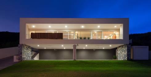 611: Casas de estilo moderno por URBN