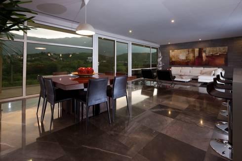 Sala-Comedor: Salas de estilo minimalista por URBN