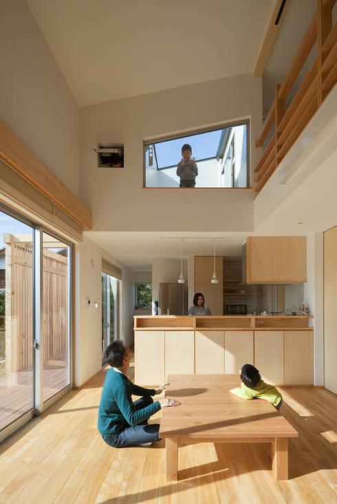 Living room by 田村の小さな設計事務所