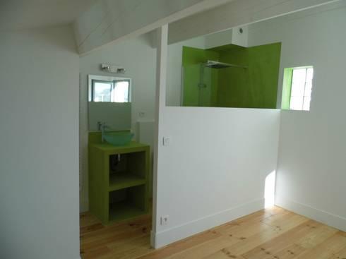 chambre et petite salle de bain sur mezzanine