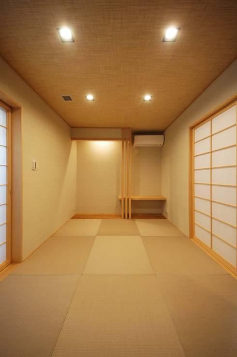 Projekty,  Pokój multimedialny zaprojektowane przez TERAJIMA ARCHITECTS
