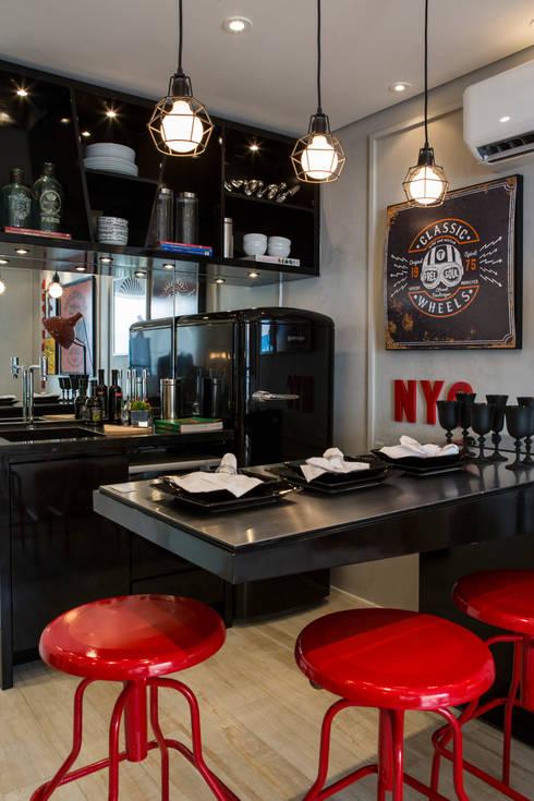 Nhà bếp by Chris Silveira & Arquitetos Associados