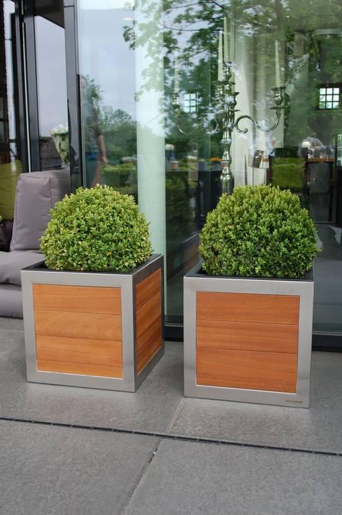 elegante pflanzk bel aus holz von vivanno homify. Black Bedroom Furniture Sets. Home Design Ideas