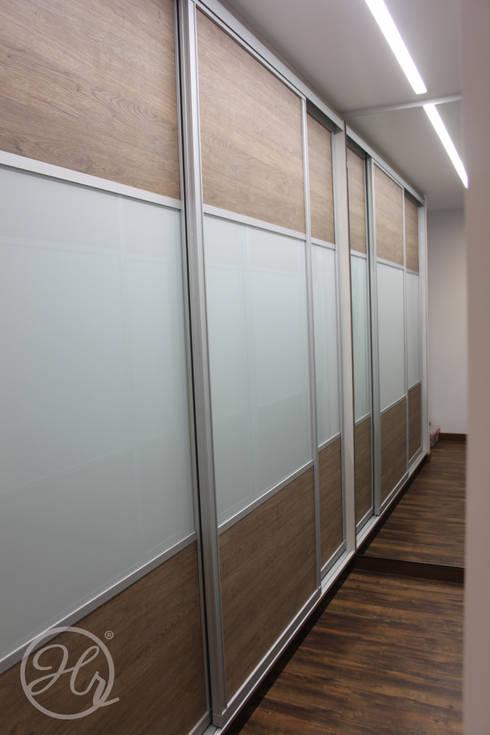 Pent House en Bogota: Vestidores y closets de estilo moderno por Home Reface - Diseño Interior CDMX