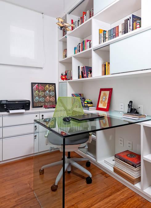 moderne Studeerkamer/kantoor door Ambienta Arquitetura