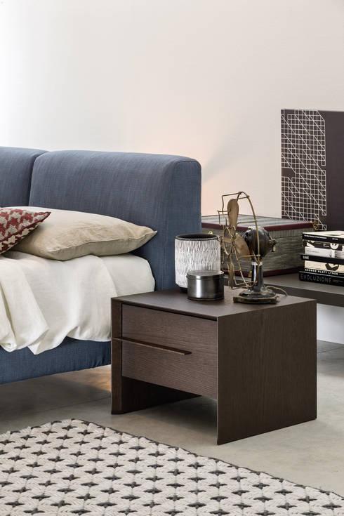 design nachttische aus holz by livarea homify. Black Bedroom Furniture Sets. Home Design Ideas