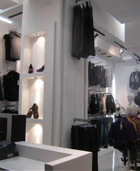 Boutique Yatzelli: Espacios comerciales de estilo  por ipalma arquitectos