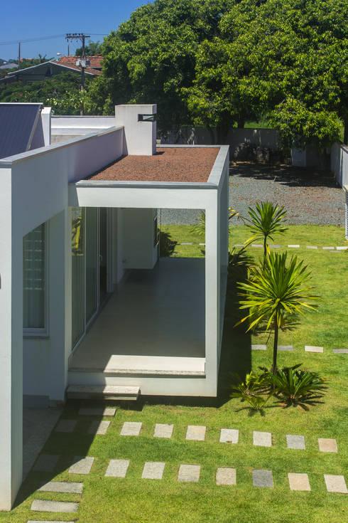 Jardines de estilo  por PJV Arquitetura