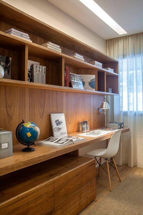 Livings de estilo  por Gisele Taranto Arquitetura