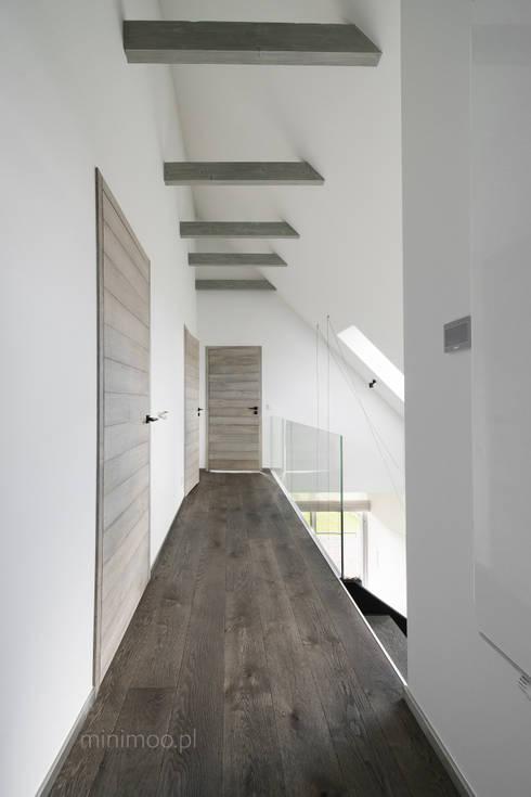 www.minimoo.pl: styl , w kategorii Korytarz, przedpokój zaprojektowany przez MINIMOO Architektura Wnętrz