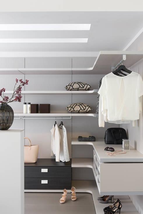 moderne Kleedkamer door Bauer Schranksysteme GmbH