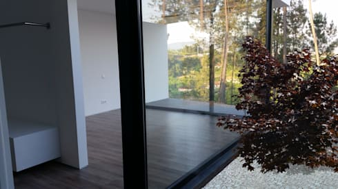 Quarto principal: Quartos modernos por Hugo Pereira Arquitetos