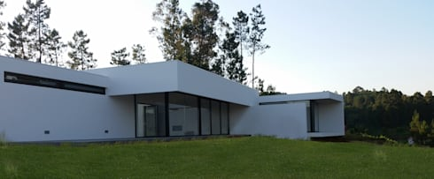 Fachada posterior: Casas modernas por Hugo Pereira Arquitetos