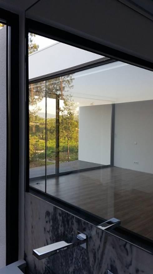 Casa de banho : Casas de banho modernas por Hugo Pereira Arquitetos