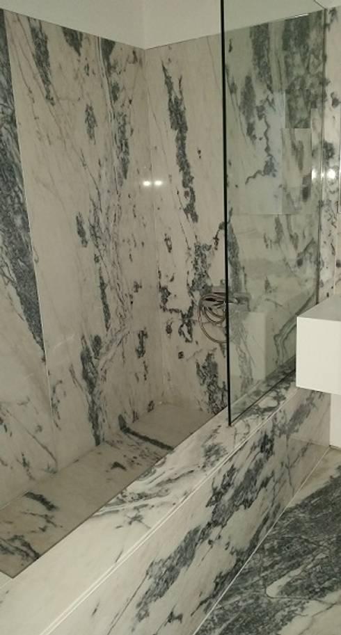 Banheira : Casas de banho modernas por Hugo Pereira Arquitetos