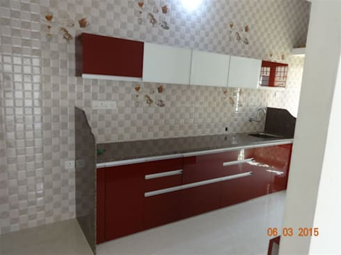 straight kitchen with wall cabinets : modern Kitchen by aashita modular kitchen
