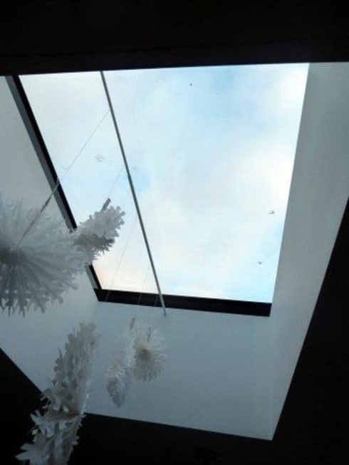 Skylight above dining area: modern Dining room by ARB Architecture