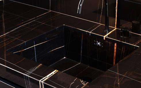 luxuri se k che aus sahara noir marmor von huber naturstein bei m nchen homify. Black Bedroom Furniture Sets. Home Design Ideas