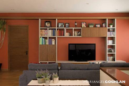 Sala multimedia: Salas multimedia de estilo moderno por MARIANGEL COGHLAN