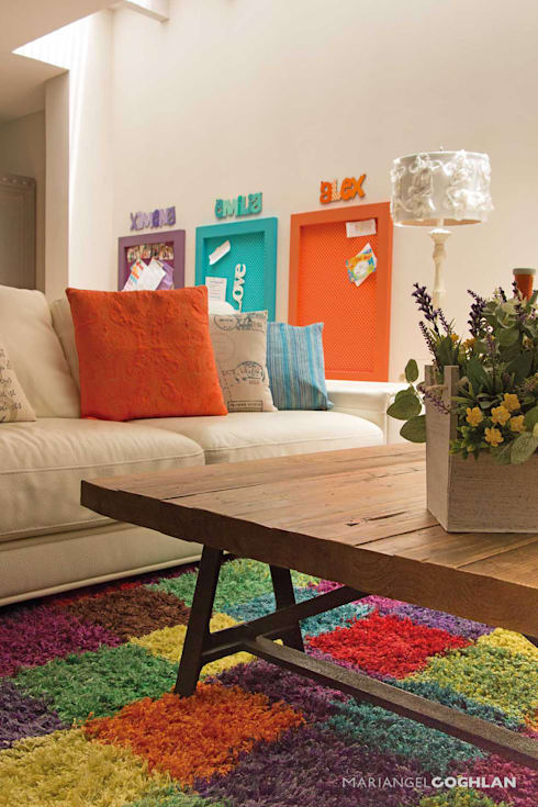 Sala estar familiar: Salas de estilo moderno por MARIANGEL COGHLAN