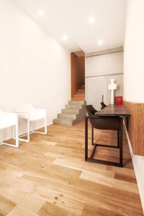 minimalistische Studeerkamer/kantoor door studioSAL_14