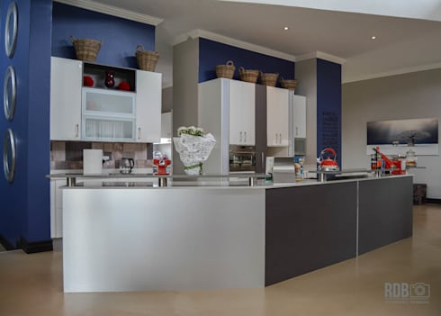 Mr & Mrs Harper Kitchen project: modern Kitchen by Ergo Designer Kitchens and Cabinetry