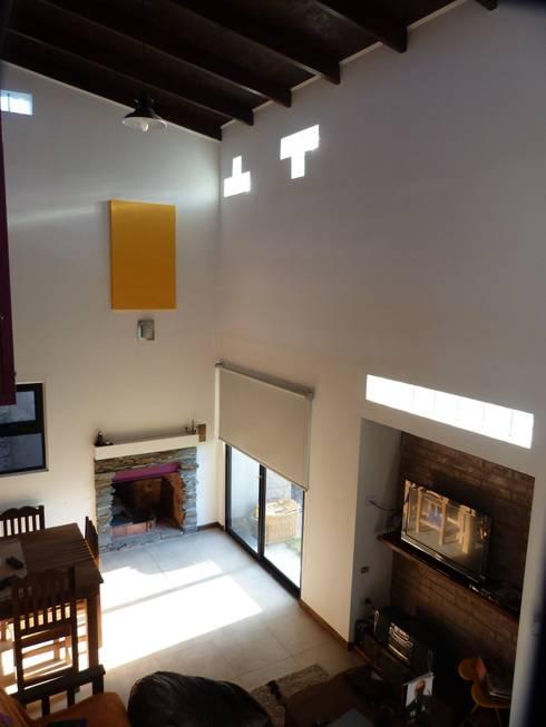 Doble Altura sobre Estar/Comedor: Salas / recibidores de estilo  por Patricio Galland Arquitectura