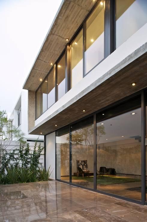 Casa X: Casas de estilo moderno por Agraz Arquitectos S.C.