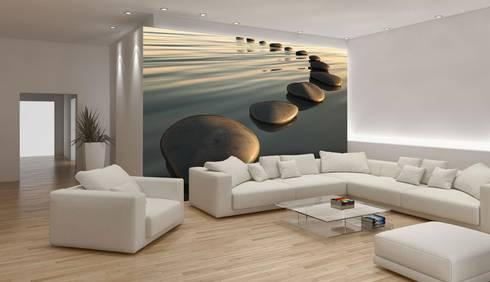 Papel de parede Wallpaper www.intense-mobiliario.com   http://intense-mobiliario.com/pt/fotomurais/8094-fotomural-kamienie-na-wozdie.html: Sala de estar  por Intense mobiliário e interiores;
