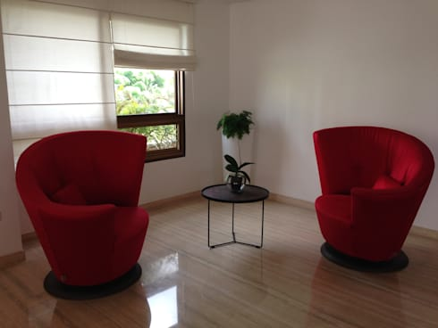 Proyecto Santa Rosa de Lima: Salas / recibidores de estilo moderno por THE muebles