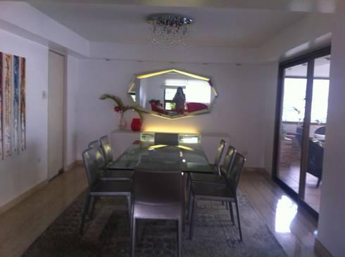 Proyecto Santa Rosa de Lima: Comedores de estilo moderno por THE muebles