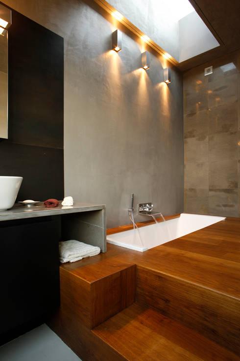 LOFT CUBE: Bagno in stile in stile Moderno di Studio Fabio Fantolino