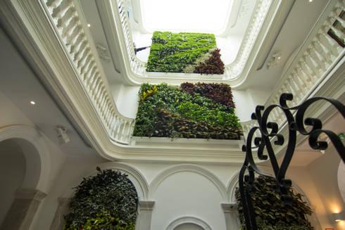 Jardín Vertical Apartamentos Turísticos El Armador de Terapia Urbana ...