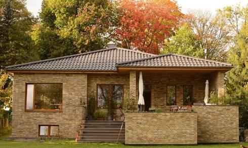 ziegelhaus mit atrium von hausbau architekt homify. Black Bedroom Furniture Sets. Home Design Ideas