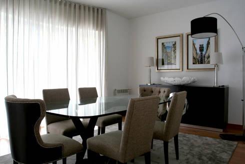 Sala de Refeições: Salas de jantar modernas por Amber Road - Design + Contract