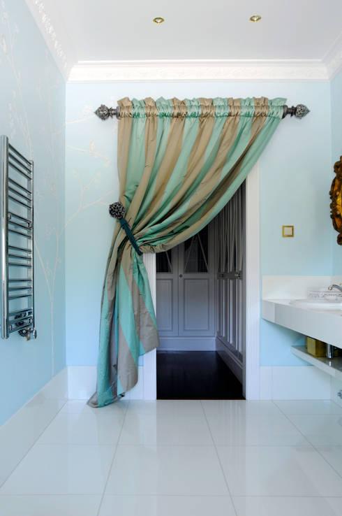 WC 1: Casas de banho modernas por Amber Road - Design + Contract