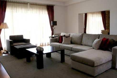 Sala de Esrar: Salas de estar modernas por Amber Road - Design + Contract