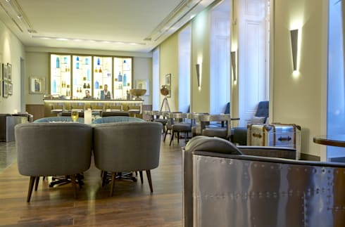 Bar: Salas de estar clássicas por Amber Road - Design + Contract