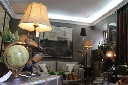 Showroom Remodelação - Abril 2016: Salas de estar modernas por Amber Road - Design + Contract