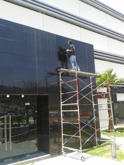 Limpieza de fachada:  de estilo  por PLANET PEOPLE