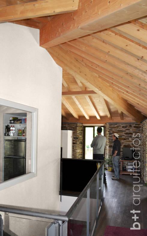 b+t arquitectos: kırsal tarz tarz Oturma Odası