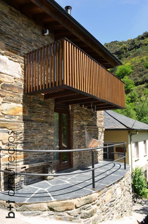 Casas de estilo rural por b+t arquitectos