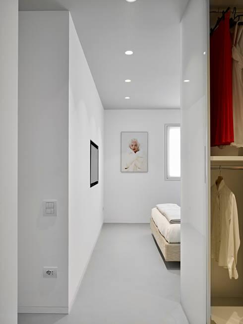 appartamento CW: Camera da letto in stile  di Burnazzi  Feltrin  Architects