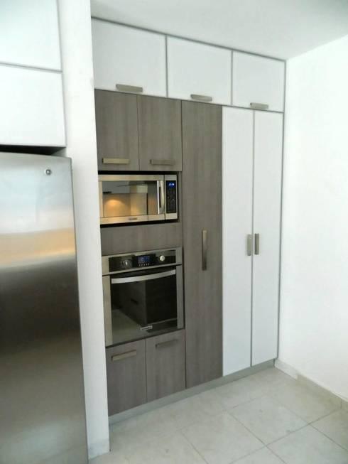Contry Sur: Cocinas de estilo moderno por Cocinas Grand