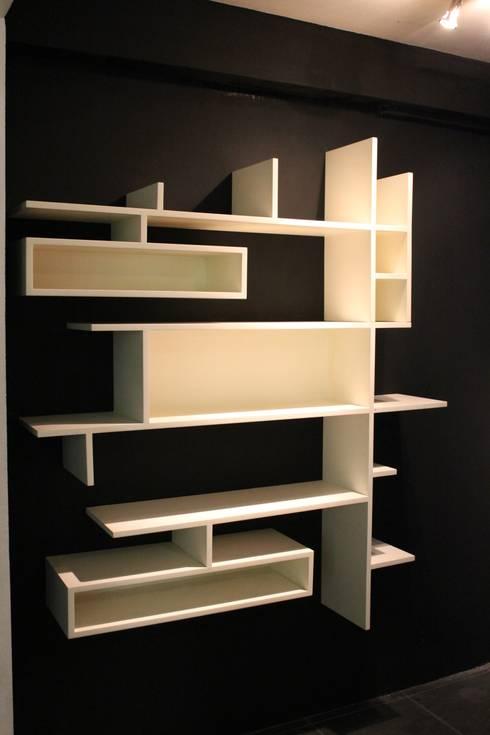 Librero NEO: Estudio de estilo  por MSTYZO Diseño y fabricación de mobiliario